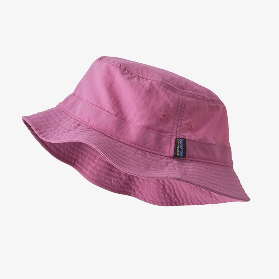 Picture of the Patagonia Wavefarer bucket hat in marble pink. Picture background is white.